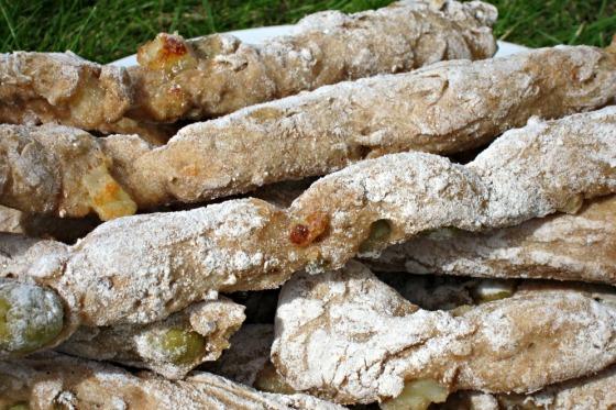 Olicve and hallumi spelt bread